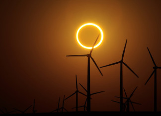 Solar eclipse, Centrale eolica, Close-Up Engineering