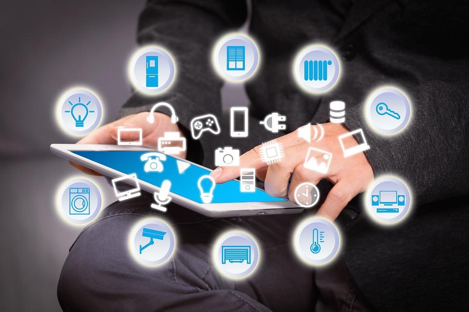 Domotica, smart house, building automation, cloud, protocolli di comunicazione, analisi predditiva, machine learning, smart energy, efficienza energetica, impianti elettrici, sistemi open source, Arduino, Raspberry, KNX, Home and Building Automation CEI, Energy Close-up Engineering
