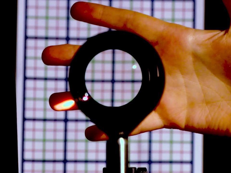 Materiali, invisibilità, semiconduttori, scattering, rifrazione, polarizzazione, mantello, ottica, dipoli, silicio, alluminio, gallio, arsenico, HEMT, magnetismo, Energy Close-up Engineering