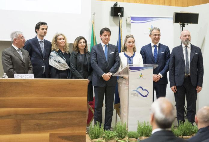 firma-protocollo-aria-pulita-costa-conte-ministero-ambiente-inquinamento-clean-air-dialogues-torino-4-giugno-2019-trasporti-mobilità-riscaldamento-biomasse-domestico-CuE