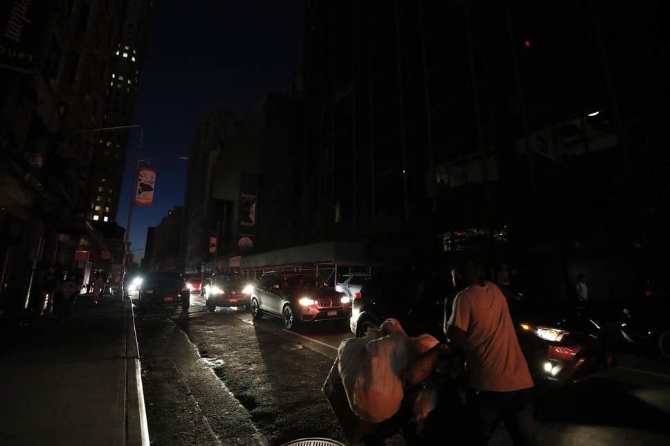 blackout-new-york-usa-traffico-luci-elettricità-metropolitana-sottostazione-disservizio-coned-energia-power-guasto-substation-CuE