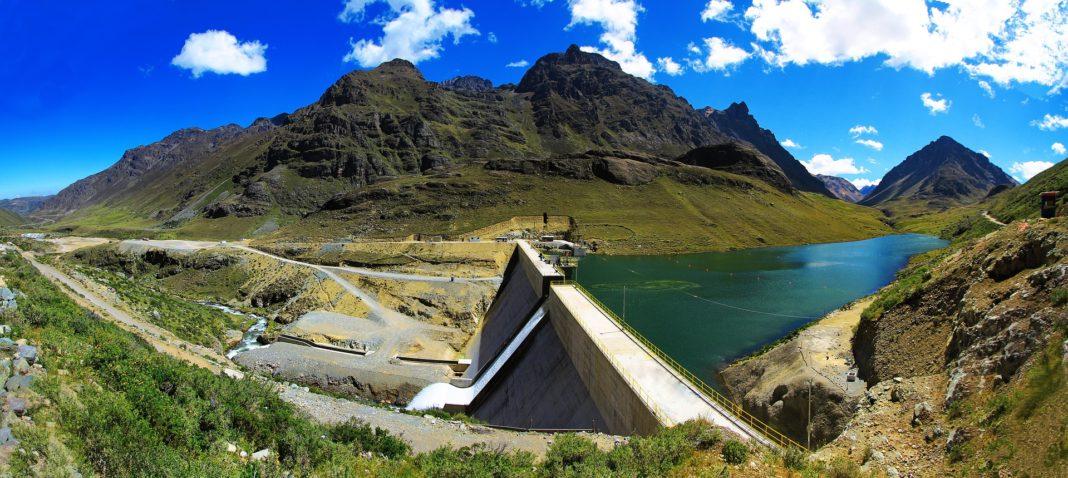 idroelettrico-centrale-impatto-ambientale-co2-metano-emissioni-gas-serra-studio-eolico-solare-nucleare-fossili-gas-naturale-ambiente-CuE