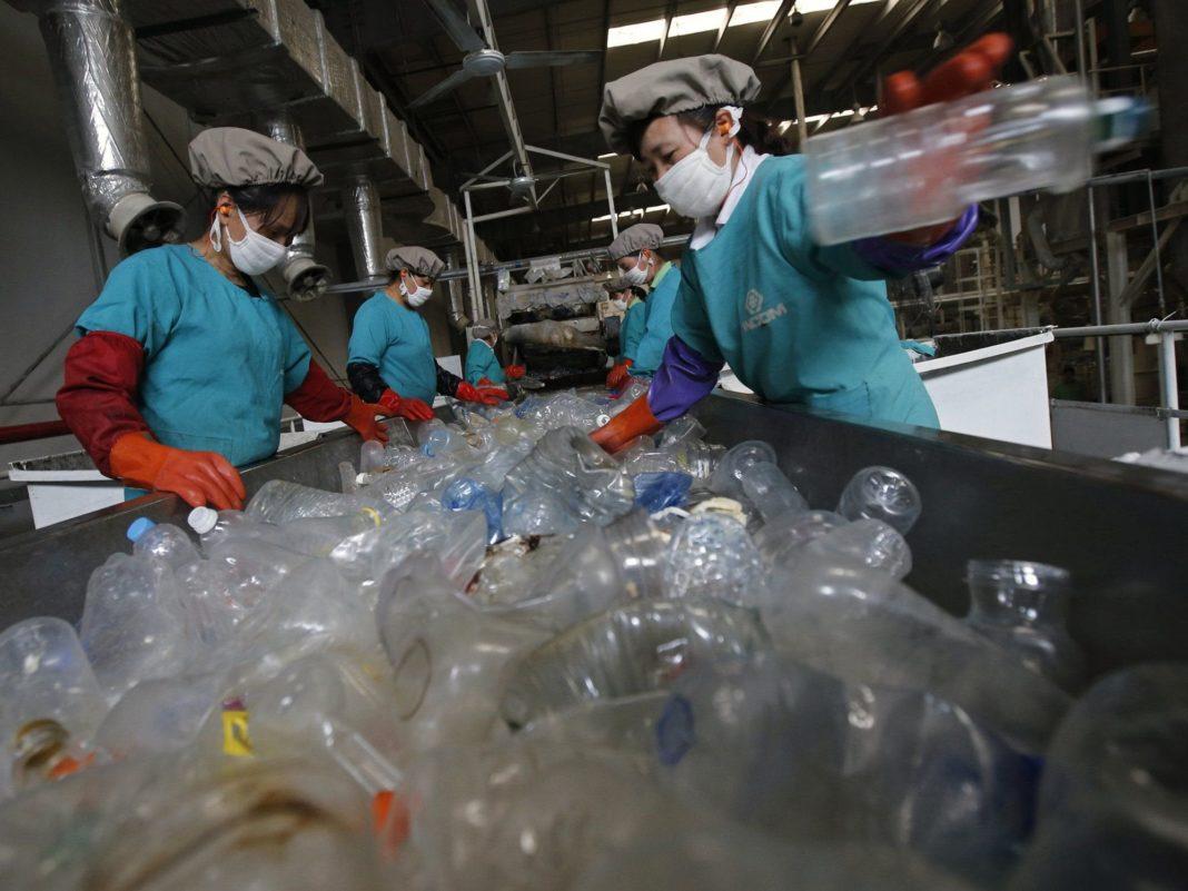 Plastica, riciclo, ricercatore, MIT, convenienza, landfill, discarica, incenerimento, emissioni, gas, serra, costo, materiali, rifiuti, Energy Close-up Engineering