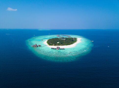 Kudadoo, Maldive, energia, resort, architettura, sostenibilitò, bioedilizia, green, solare, fotovoltaico, eolico, vento, sole, pannelli, ventilazione, passivhaus, CO2, emissioni, riscaldamento, Close-up Engineering