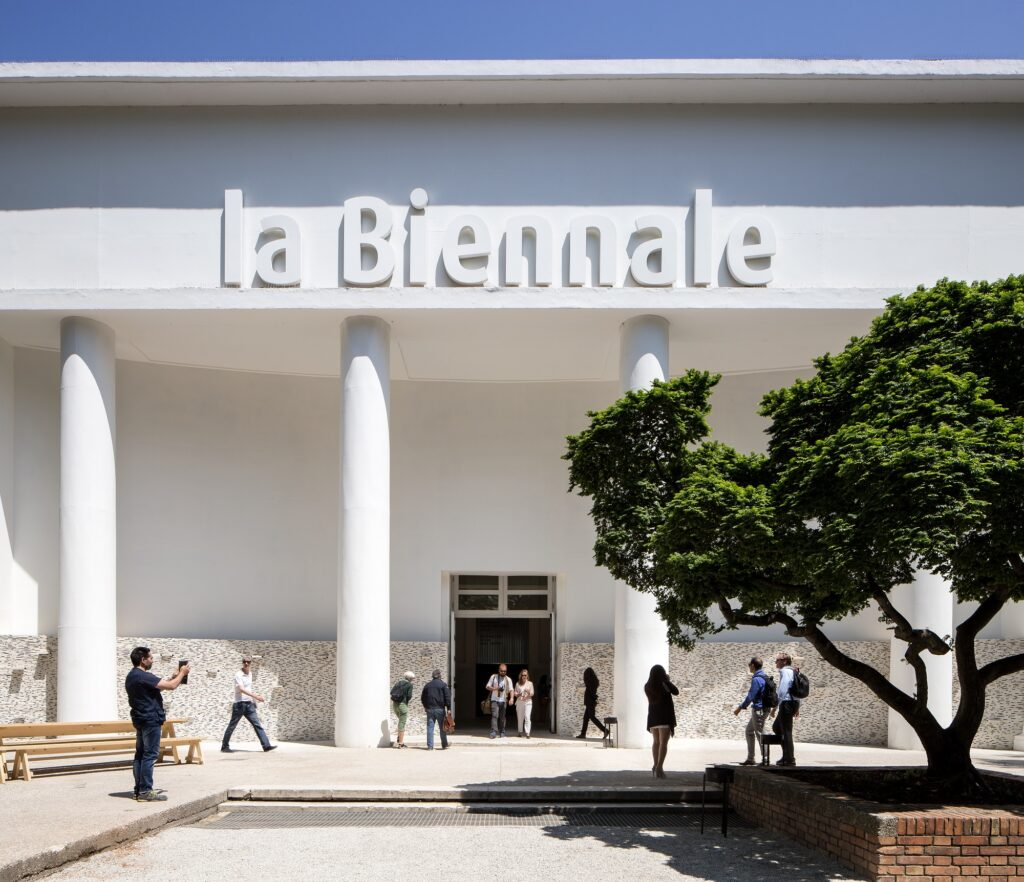 Edison – Venezia – LED – tecnologia – Arsenale – Corderie – efficienza – energetica – connessione – wireless – risparmio – CO2 – emission – economico -- senza – fili – Biennale - Architettura Energy Close-up Engineering