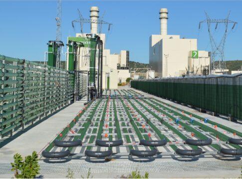 Biofissazione, CO2, ENI, impianto, microalghe, fotobioreattori, Novara, Ragusa, gas serra, luce,Energy, pannelli, innovazione, Italia, carbon footprint Close-up Engineering.