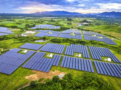 agrivoltaico, fotovoltaico, sole, agricoltura, energia, produzione, suolo, sostenibilità, sfruttamento, tecnologia, efficienza, sviluppo, consumo, elettricità, applicazioni, colture, allevamenti, Energy Close-up Engineering