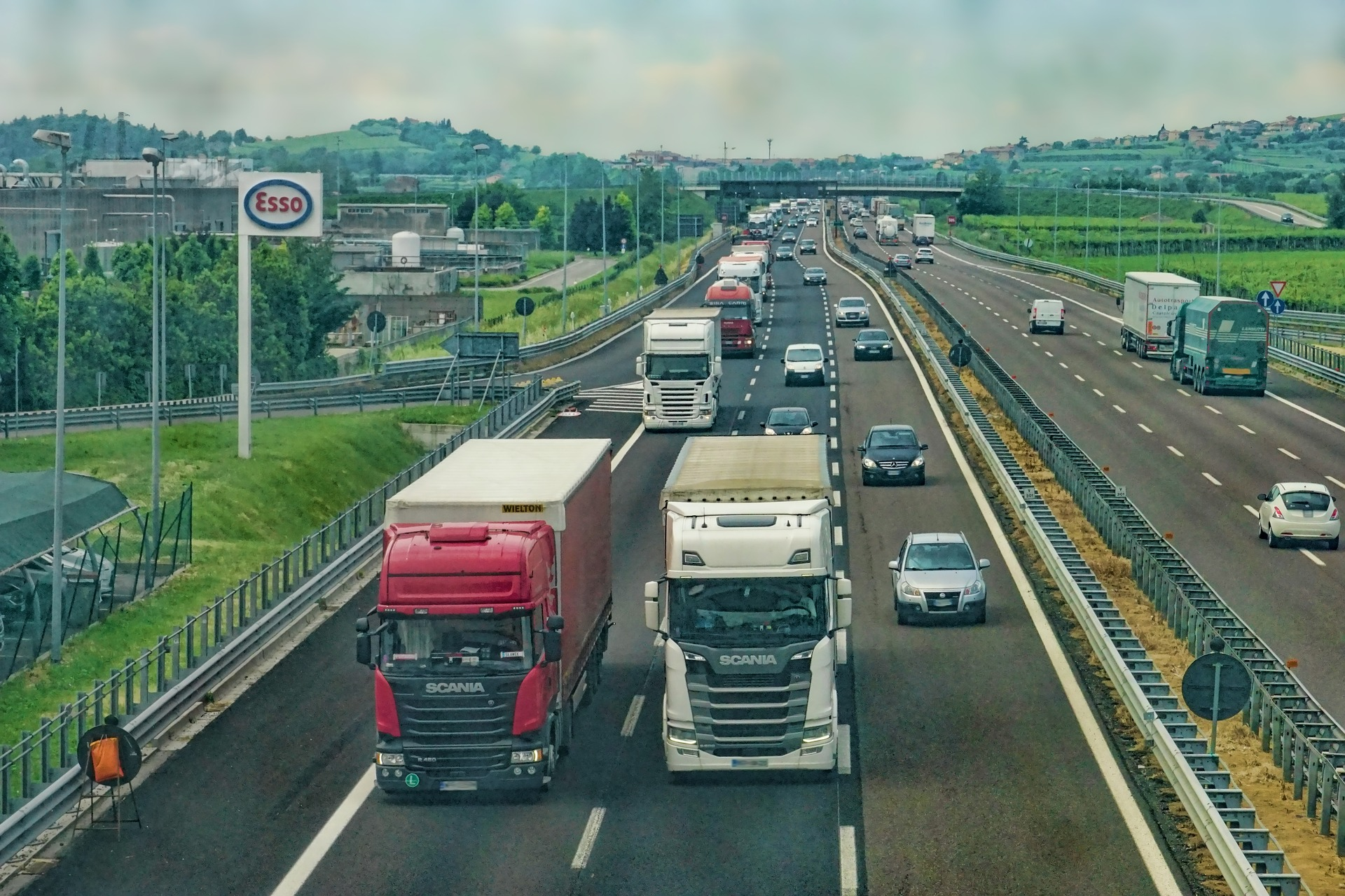 trasporto,camion,mezzi,pesanti,ricerca,poltecnico,bari,optitruck,progetto,europeo,piattaforma,cloud,computing,previsioni,percorso,green,emissioni,co2,EnergyCuE