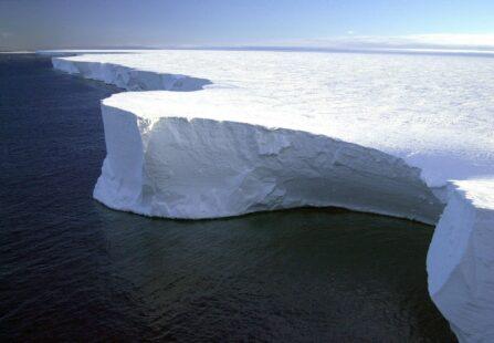 A68: si scioglie l'iceberg più grande del mondo