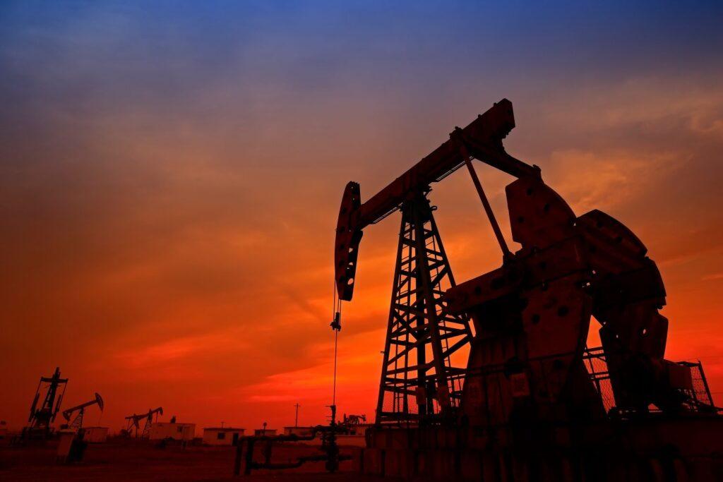 petrolio, origine, genesi, formazione, rocce, cherogene, pressione, temperatura,migrazione, accumulo, trasporto, carburanti, combustibili fossili, industria, petrolchimica, plastica, Energy Close-up Engineering