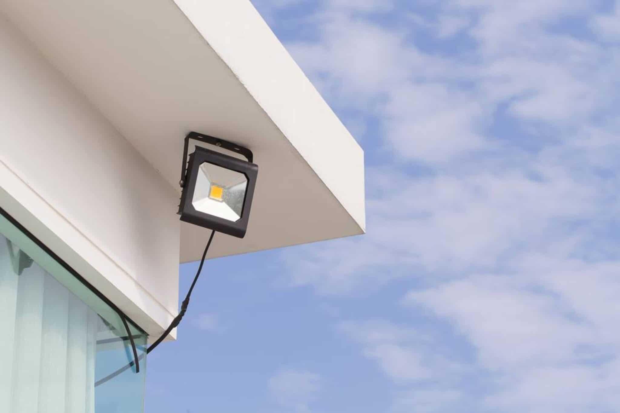 led, lampade, luce, illuminazione, consumi, impatto, durata, vantaggi, efficienza, tecnologia, proiettori, sensori, interruttori,risparmio, confronto, Energy Close-up Engineering