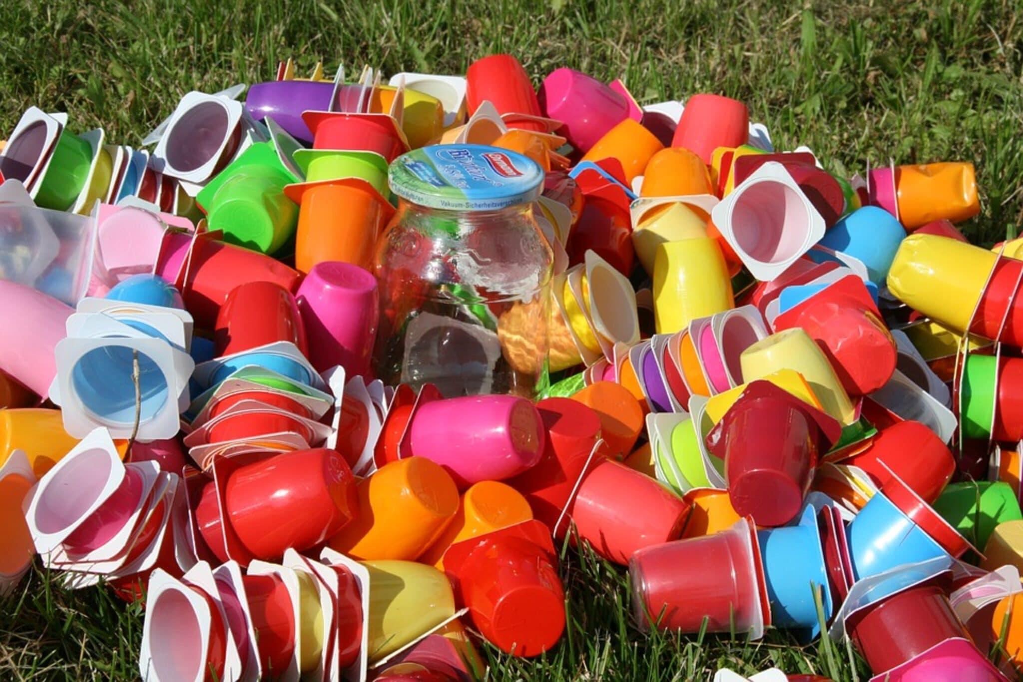 Plastica, monouso, rifiuti, divieto, normativa, ambiente, riciclo, riutilizzo, sostenibile, alternativa, prodotti, industria, riduzione, obiettivi, inquinamento, Energy Close-up Engineering