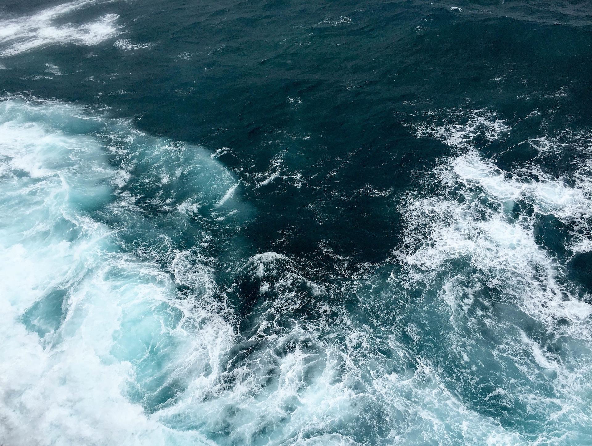 maree,mare,energia,rinnovabile,piattaforma,galleggiante,fiume,turbine,correnti,installazione,potenza,intemperie,EnergyCuE