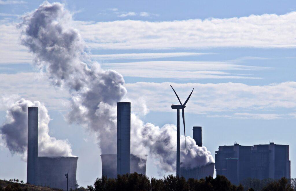 Carbone, decarbonizzazione, pannelli solari, rinnovabili